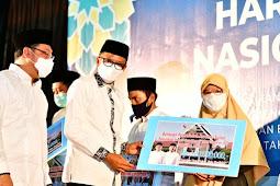 Nurdin Abdullah Serahkan Insentif Guru Mengaji Rp3 Miliar di Hari Santri Nasional di Sulsel