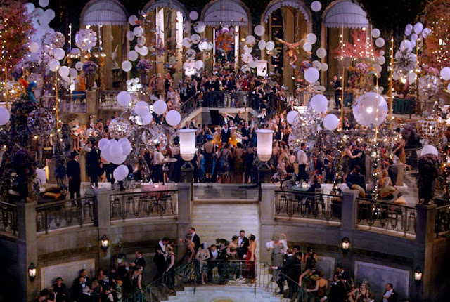 Wielki Gatsby - impreza, wnętrze, sala balowa, screen