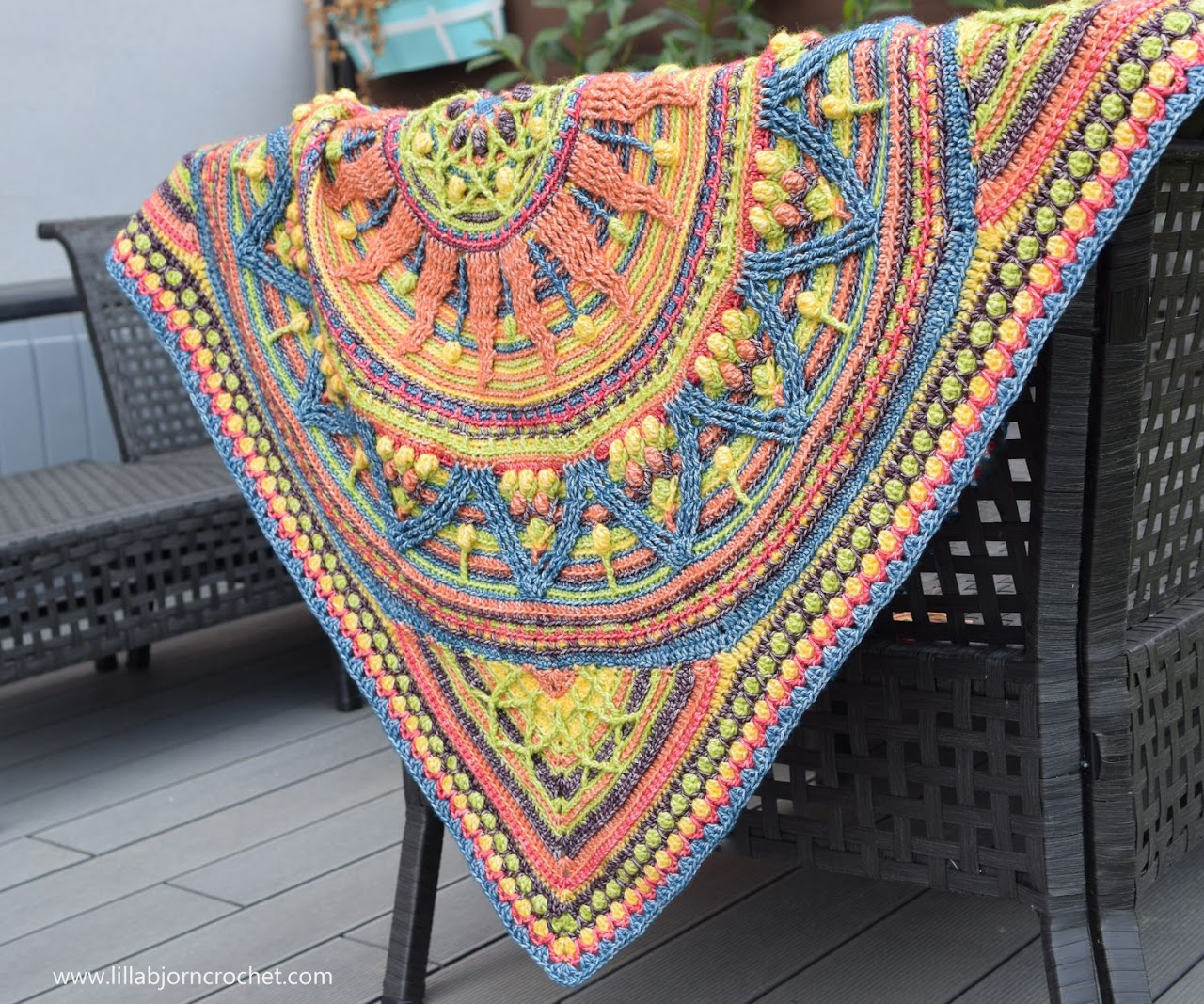 Sunny Madnala and Border_overlay crochet patterns by www.lillabjorncrochet.com