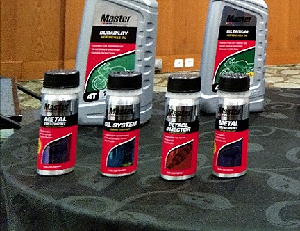 harga Prestone MASTER Petrol Injector (50 ml), MASTER Oil System Cleaner (50 ml), dan MASTER Metal Treatment (50 ml).