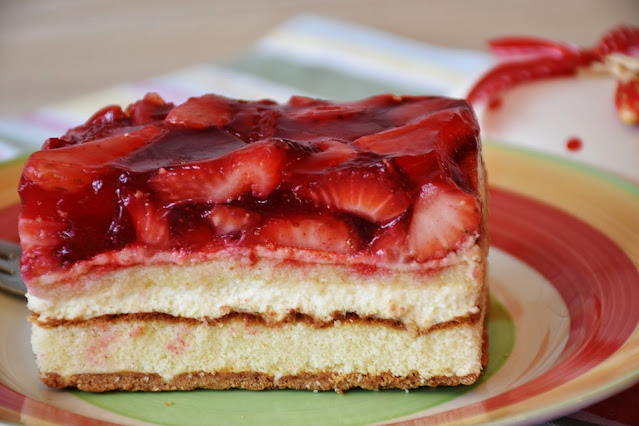 4 Types Of Yummy Cakes Baked With Fresh Strawberries