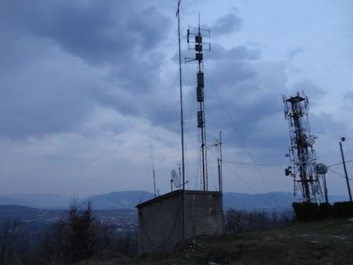Κλοπή τηλεοπτικών πομπών από το μαύρο βουνό – Προβλήματα στη λήψη των καναλιών στην Καστοριά
