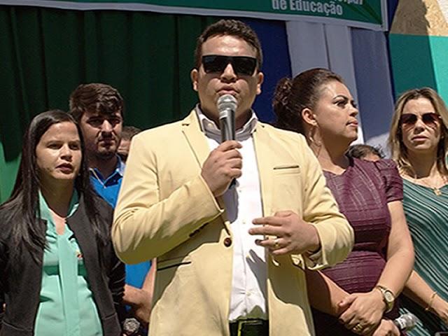 Prefeito de Santana do Cariri, Pedro Henrique Correia teve telefone celular clonado