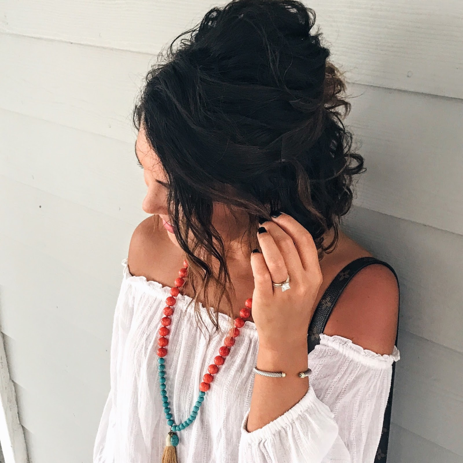 beach style, fall transitional look, tassel necklace,