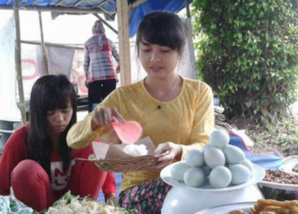 Penjual Nasi Pecel Cantik (merahputih.com)