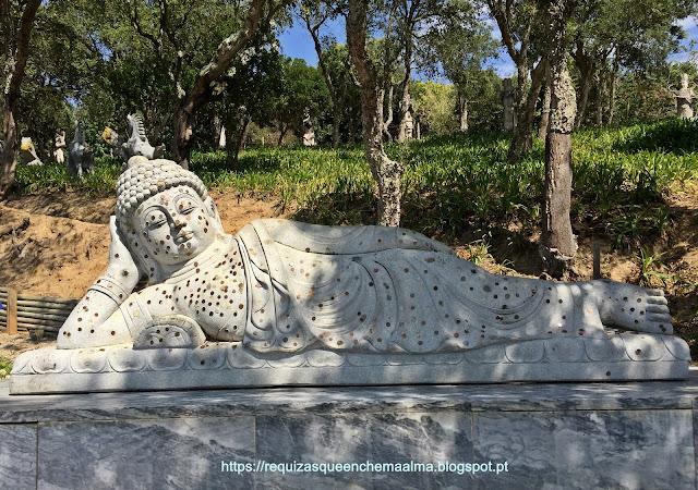 Buddha Reclinado representa o Buddha histórico na sua morte, Bacalhôa Buddha Eden