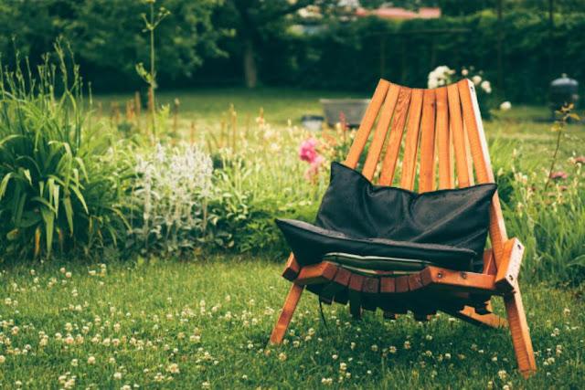 أفكار لتجديد أثاث الحدائق الخشبية الخاصة بك