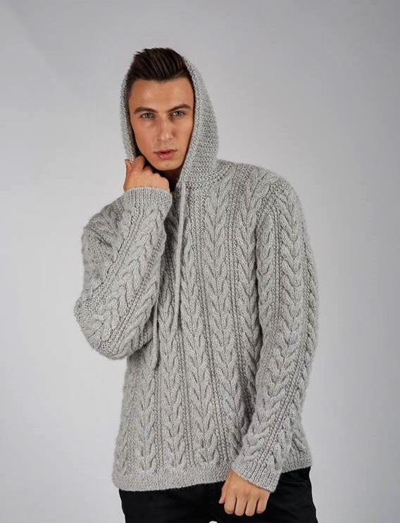 męski sweter z kapturem