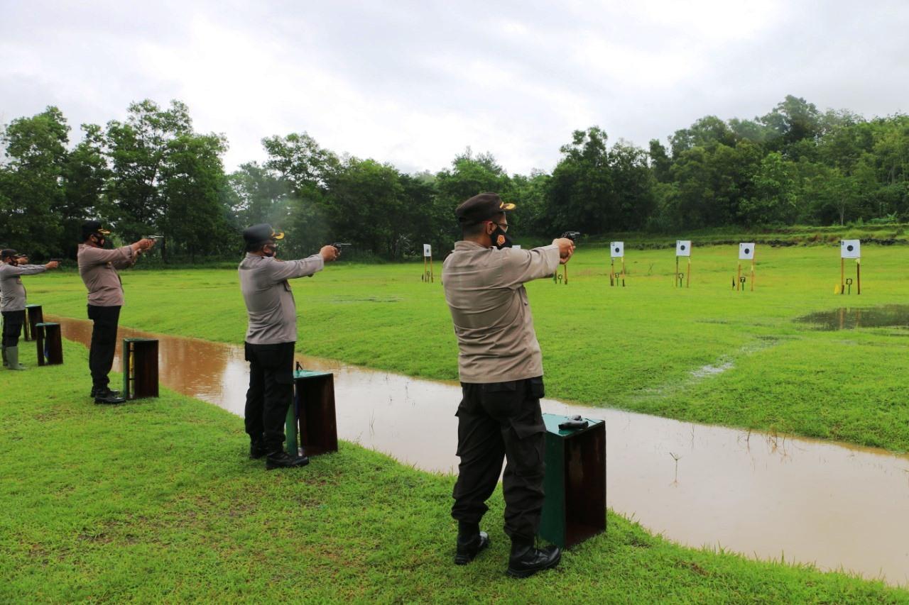 63 Polisi di Kebumen Ikuti Latihan Menembak