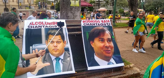 Em protestos esvaziados, bolsonaristas atacam STF e Congresso