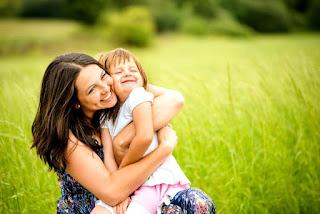 Anne kız resimleri ile ilgili aramalar anne bebek resmi çizim  anne ve kızı sözleri  anne bebek fotoğrafları instagram  aile resmi  aynı kızın birden fazla resmi  anne ve kızı tablo