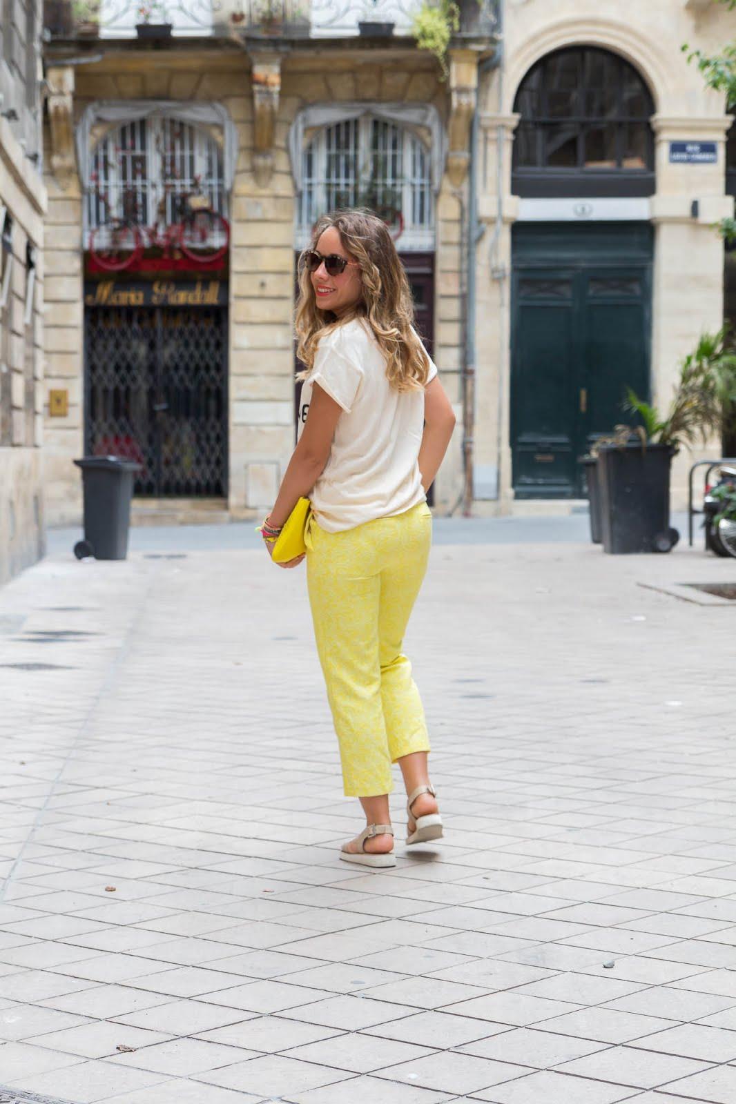 comment porter le pantalon jaune