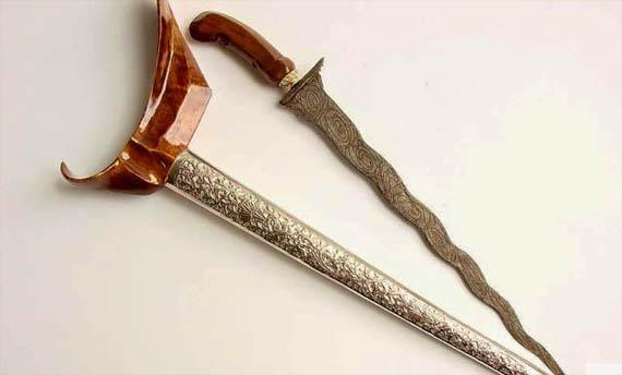 Senjata Tradisional Sumatera Barat - Karih