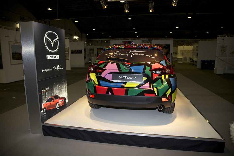 Collaboration between Ben Heine and Mazda Car at Brussels Affordable Art Fair (lion made of circles and colorful abstract composition) - 2015