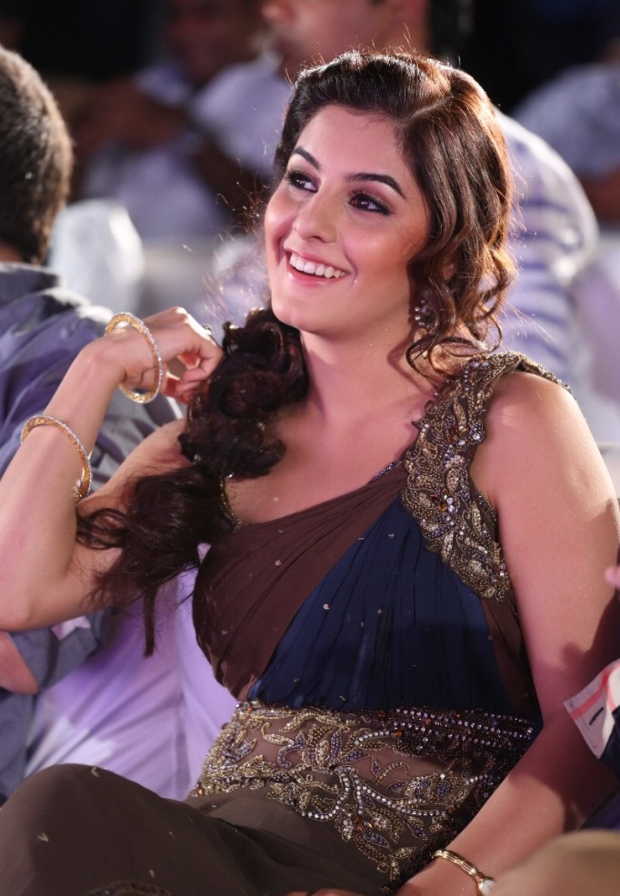 stylish and winning Isha talwar gunde jaari gallanthayyinde actress heroine cute photos