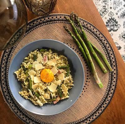Pâtes aux asperges lard fumé et parmesan Charlotte and Cooking