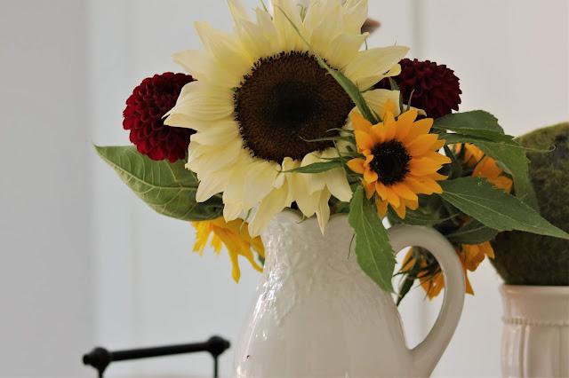 homegrown, flower, farm, sunflower, zinnia, bouquet, athomewithjemma