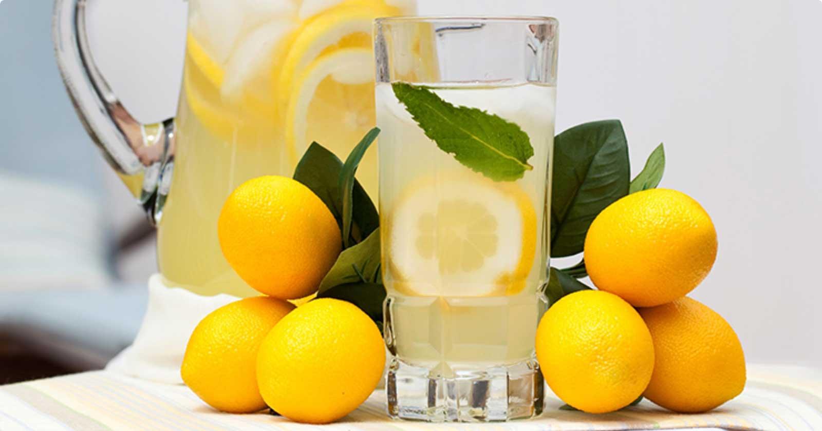 Buvez du jus de citron chaud dès que vous vous réveillez