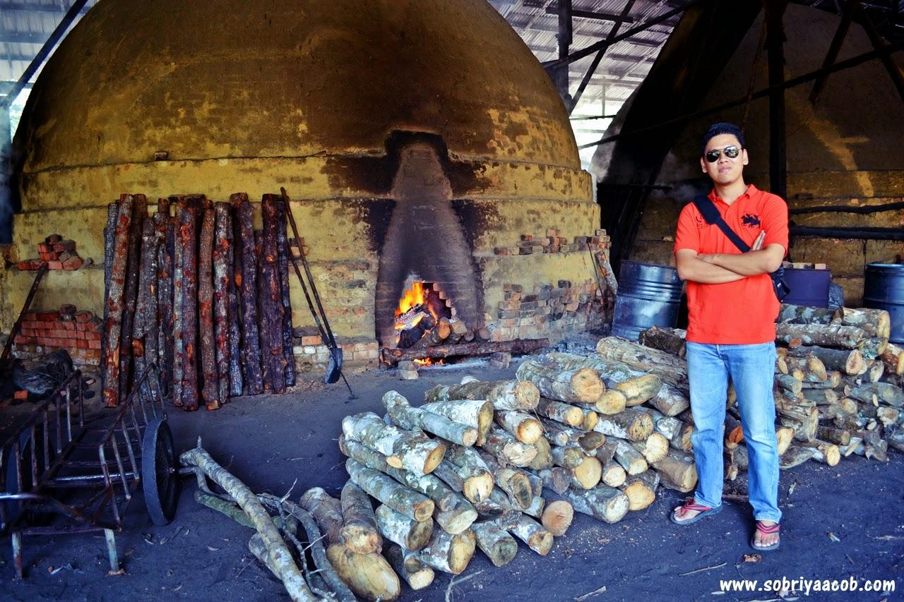 Kilang Arang Kayu Di Kuala Sepetang
