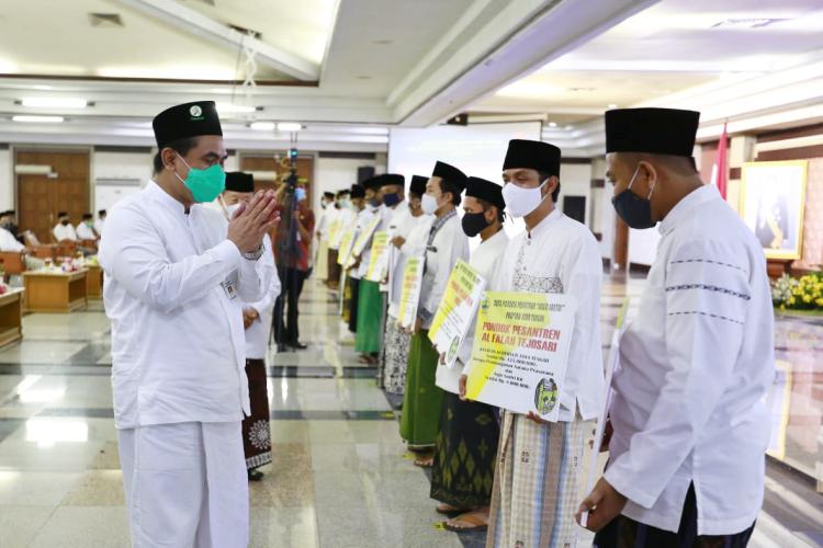 Disiplin Terapkan Prokes, Pesantren MIBS Kebumen Raih Penghargaan dari Pemprov Jateng