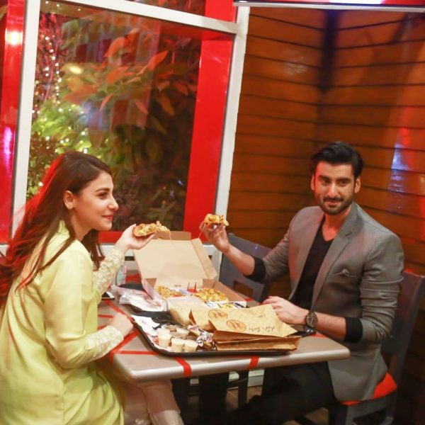 Hina Altaf and Aagha Ali Beautfiul Pictures with Fans