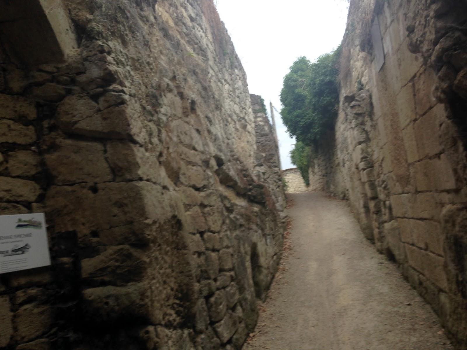 wjazd do jaskiń troglodytów, szlak orlich gniazd