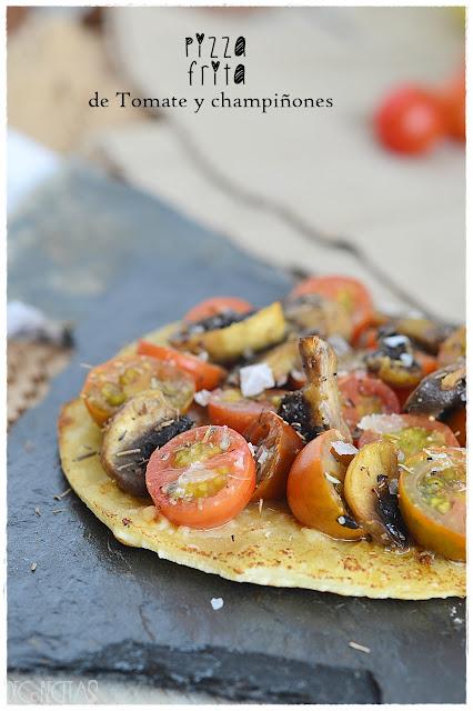 Pizza frita de tomate y champiñón