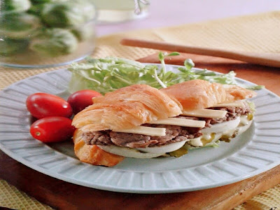 Gambar Resep Roti Croissant Daging Sapi Dengan Saus Mayonaise