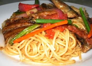 Foto de una comida de anchovetas (Saltado)