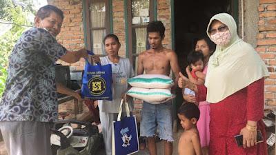 Jelang Idul Fitri, Gema Sehat Juken BKKBN Sumbar Bagi-Bagi Sembako untuk Kaum Dhuafa di Padang