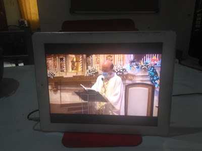 old iPad 2 I am using for online mass