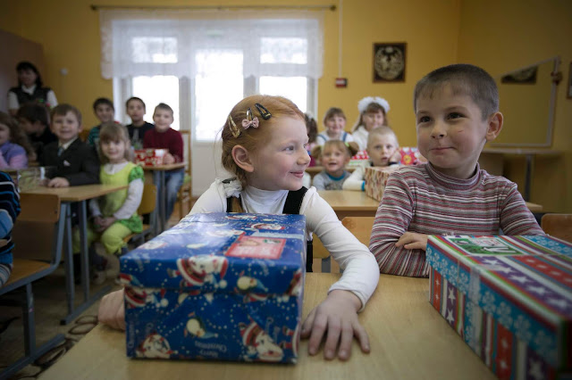 Child with Operation Christmas Child shoeboxes in Belarus