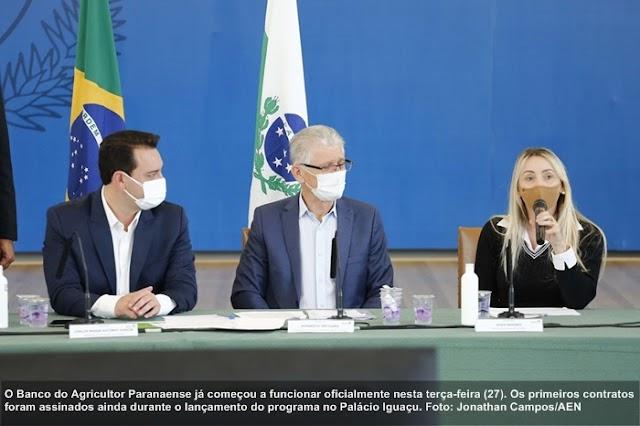 No lançamento, Banco do Agricultor Paranaense formaliza primeiros financiamentos
