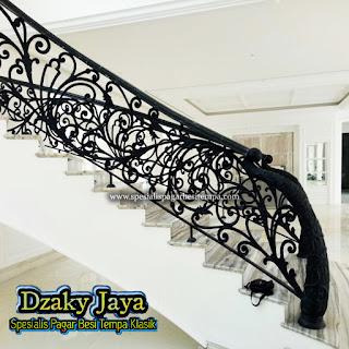 Railing Tangga Besi Tempa Klasik, harga railing tangga klasik railing tangga kayu klasik railing tangga besi klasik