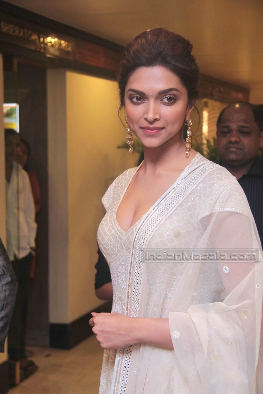 Dollar Chauhan: Deepika Padukone shapely cleavage in low ...