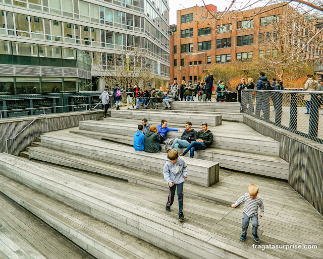 Praça-anfiteatro no parque High Line, Nova York