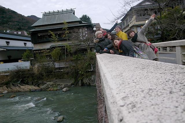 早川に架かる橋上