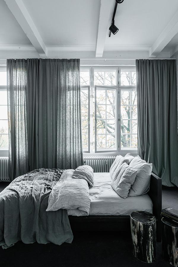 amazing loft berlin. Black Bedroom Furniture Sets. Home Design Ideas