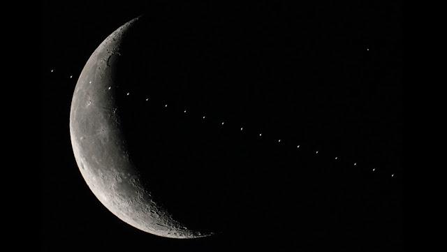 Un fotógrafo capta a la EEI, la Luna y Marte en una espectacular imagen