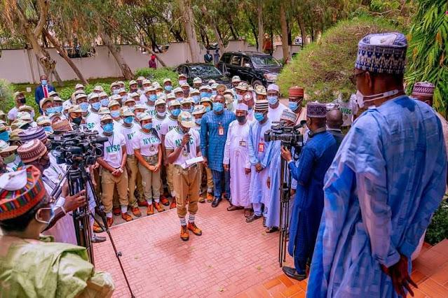 "Alt: = ""photo showing Buhari and NYSC members in Katsina"""