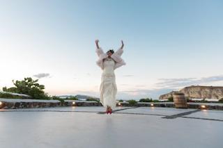 Σαντορίνη: Γυναίκα παντρεύτηκε τον… εαυτό της