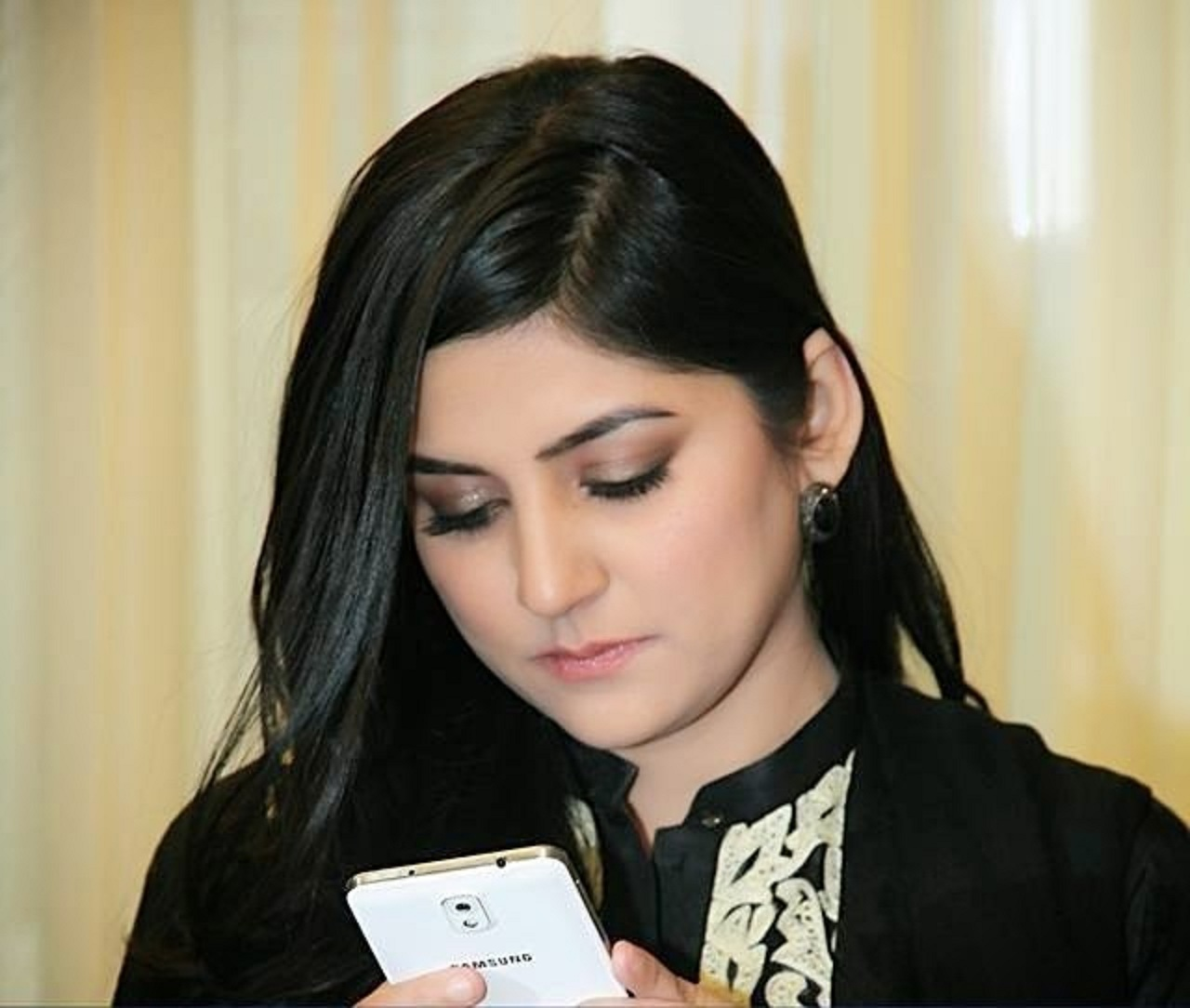 Very Cute Girl Hd Wallpapers Sanam Baloch Images Hd Wallpaper All 4u Wallpaper
