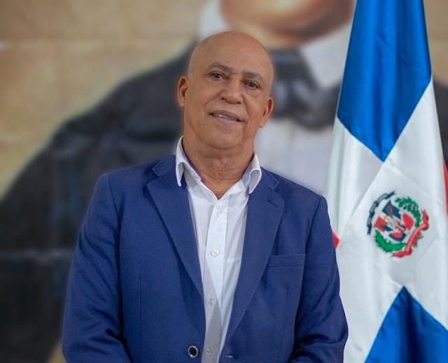 El abogado Johnny Portorreal Reyes estafó a más de 280 miembros de la familia Rosario con promesa de herencia millonaria, según reveló la acusación del Ministerio Público.