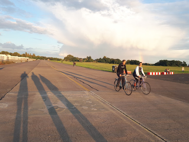 Berlin Bulli Tour Tempelhofer feld cyclists and rainbow