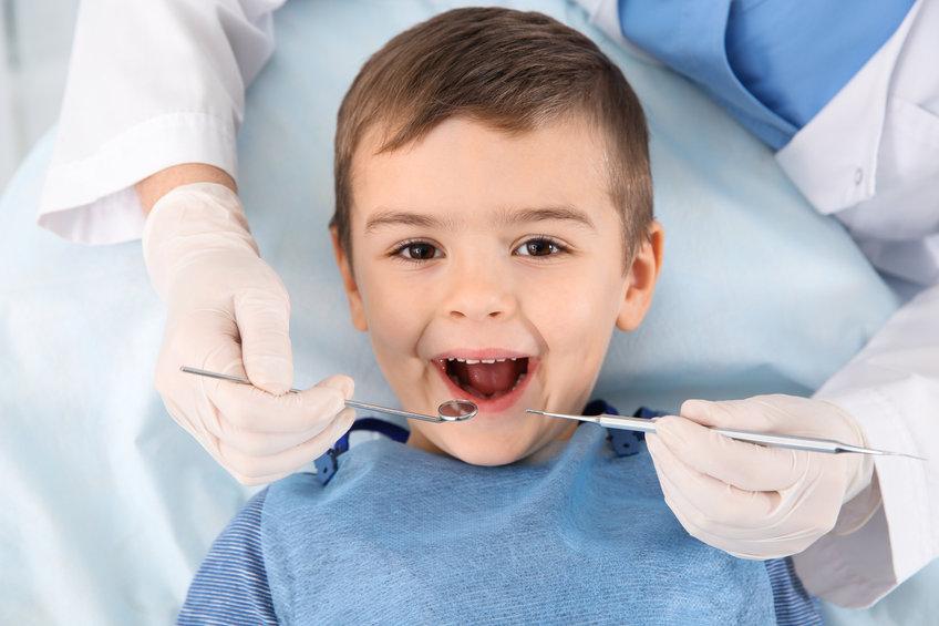 Quels sont les dangers des bonbons sur la santé bucco-dentaire?