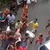Homem é linchado por populares após tentativa de assalto em Salvador, assista o vídeo