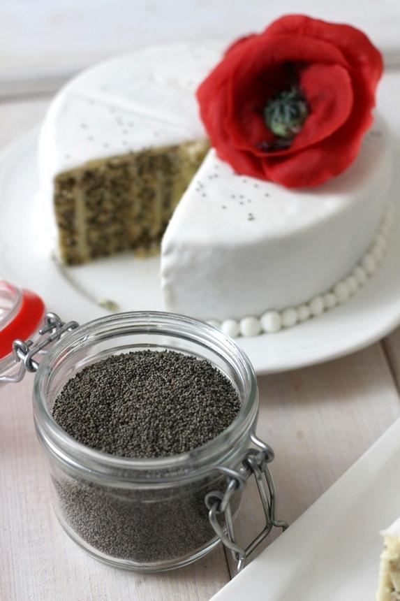 маково семе, торта с макови семена и макове от захарно тесто
