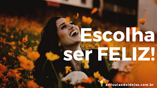 A felicidade estampada no sorriso feliz da mulher
