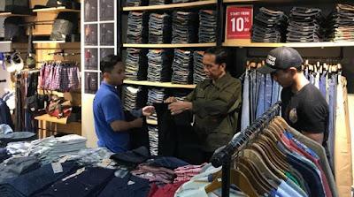 Malam Minggu di Cibinong, Presiden Jokowi Ajak Kaesang Beli Celana di Mal - Info Presiden Jokowi Dan Pemerintah