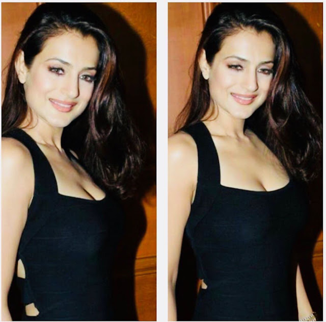 Ameesha Patel Hot Cleavage Pics